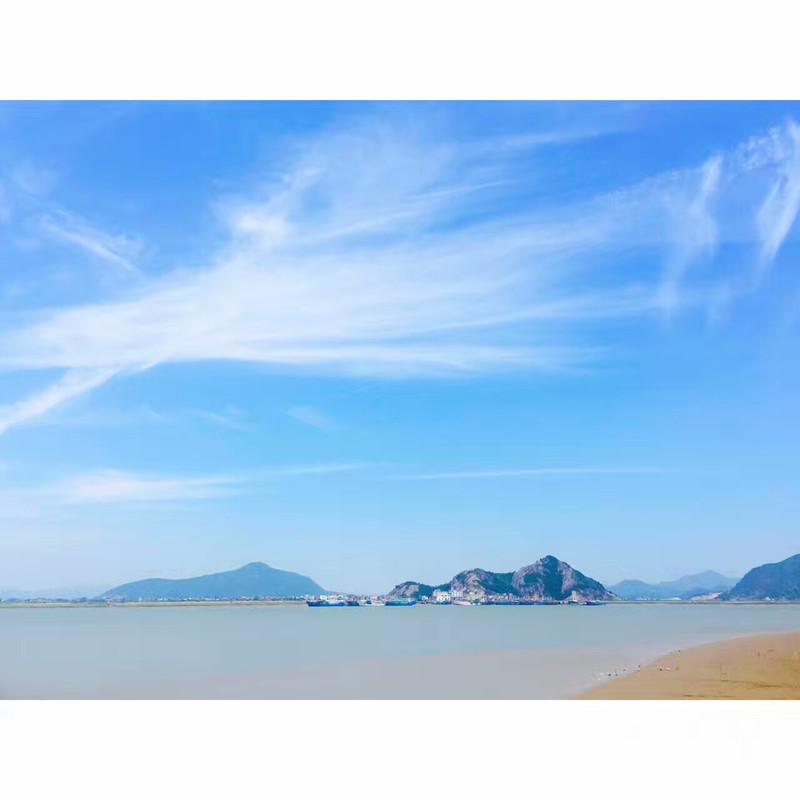 蓝天,白云,大海,沙滩,几乎能让所有人疯狂.