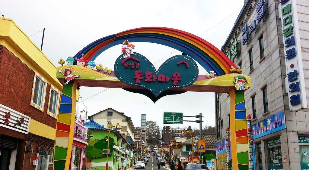 童话村美国片_就会看到松月洞童话村.