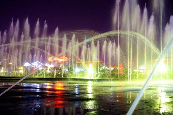 大雁塔北广场音乐喷泉 喷泉表演8:30开始,时间可能会变动,如果去提前