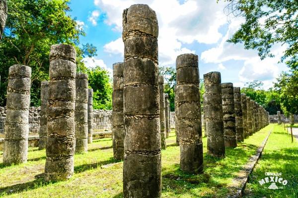 据说,玛雅人在这座金字塔下开凿了一条地下通道一直延伸到180公里外的