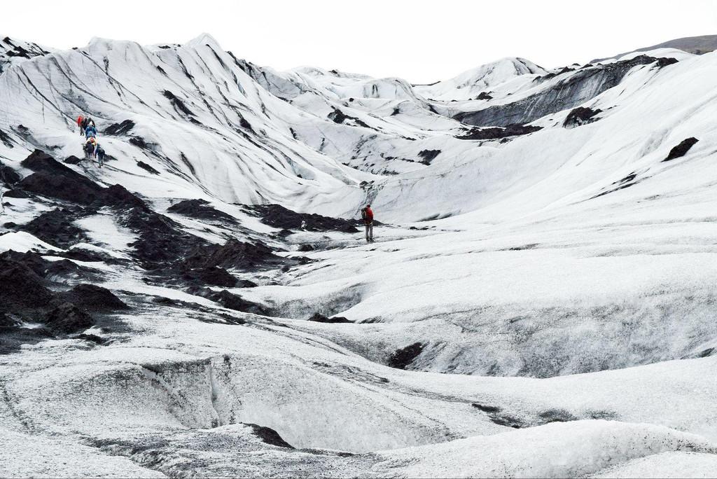 冰岛的冰川呈现出的黑白