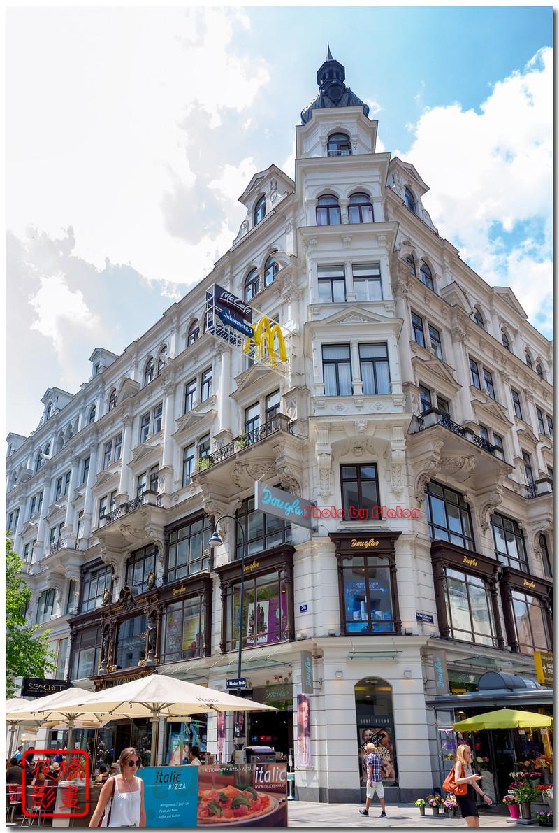 克恩滕大街上有两家施瓦洛世奇店,不知道为什么?