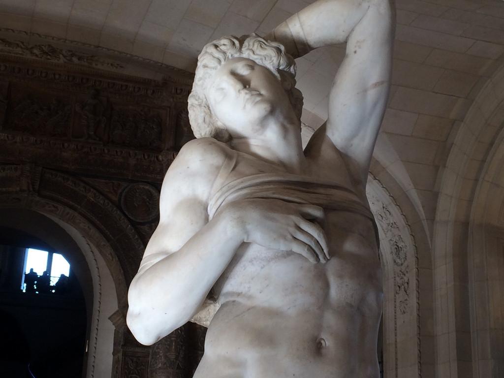 米开朗基罗的另一座《哀悼耶稣》雕塑,看起来与