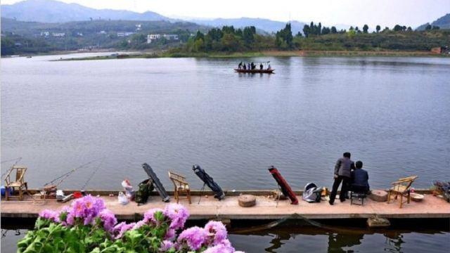 皮划艇基地位于龙泉湖风景区