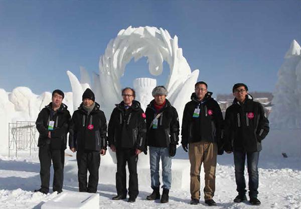 是雪雕艺术家,城市冰雪景观规划设计师.