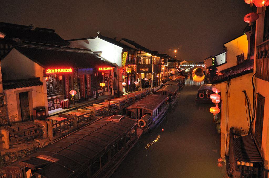 (苏州山塘街夜景)图片