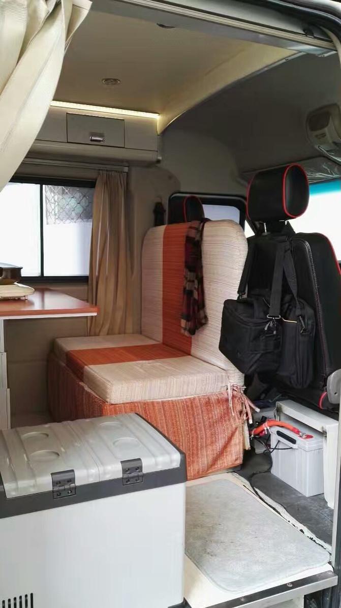 太阳的房车旅行生活---展示房车内部的设备以及欣赏拉萨夜景
