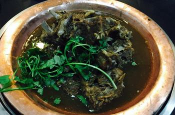 宝应老北京羊火锅海蟹蝎子,老北京羊攻略火锅蝎子适合什么人吃图片