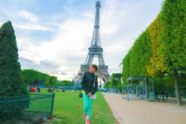自拍婚纱——巴黎铁塔