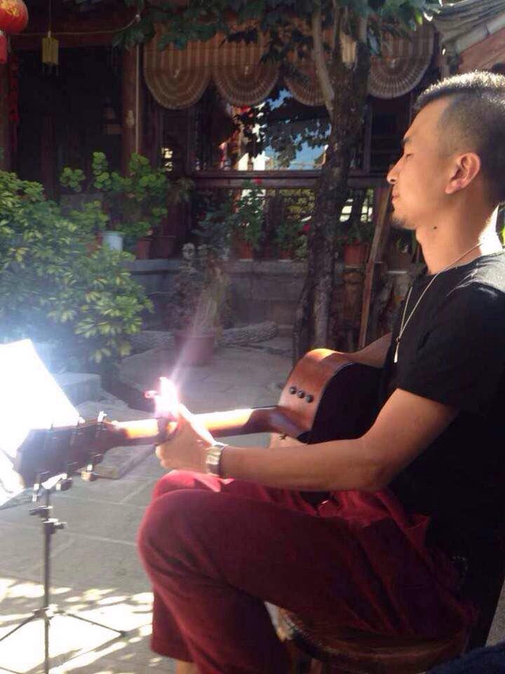 丽江 大理/客栈老板,文艺青年哈,吉它弹得不错。丽江乐无双客栈