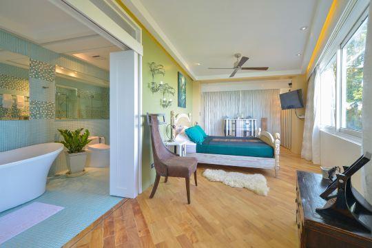 长滩岛卡鲁纳套房酒店