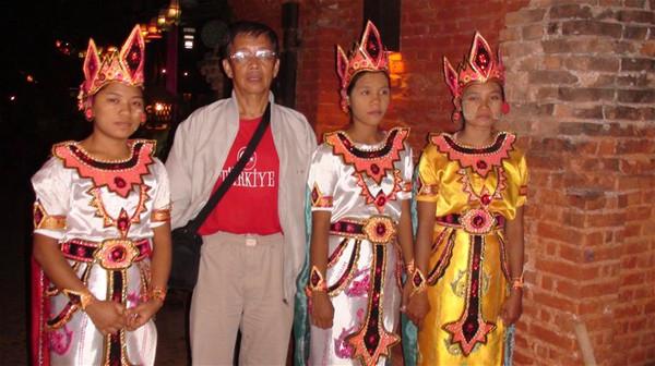 晚饭席间看缅甸木偶戏