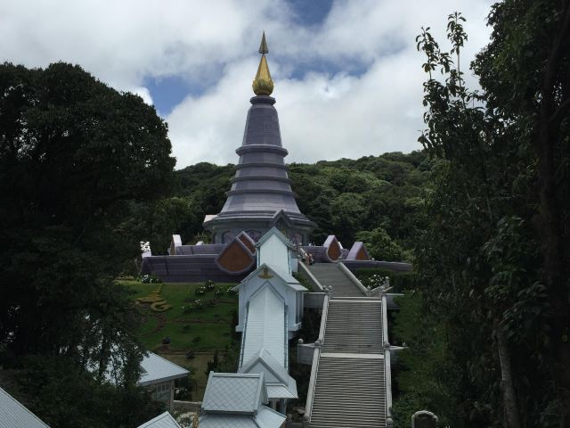两个纪念塔是泰国国王