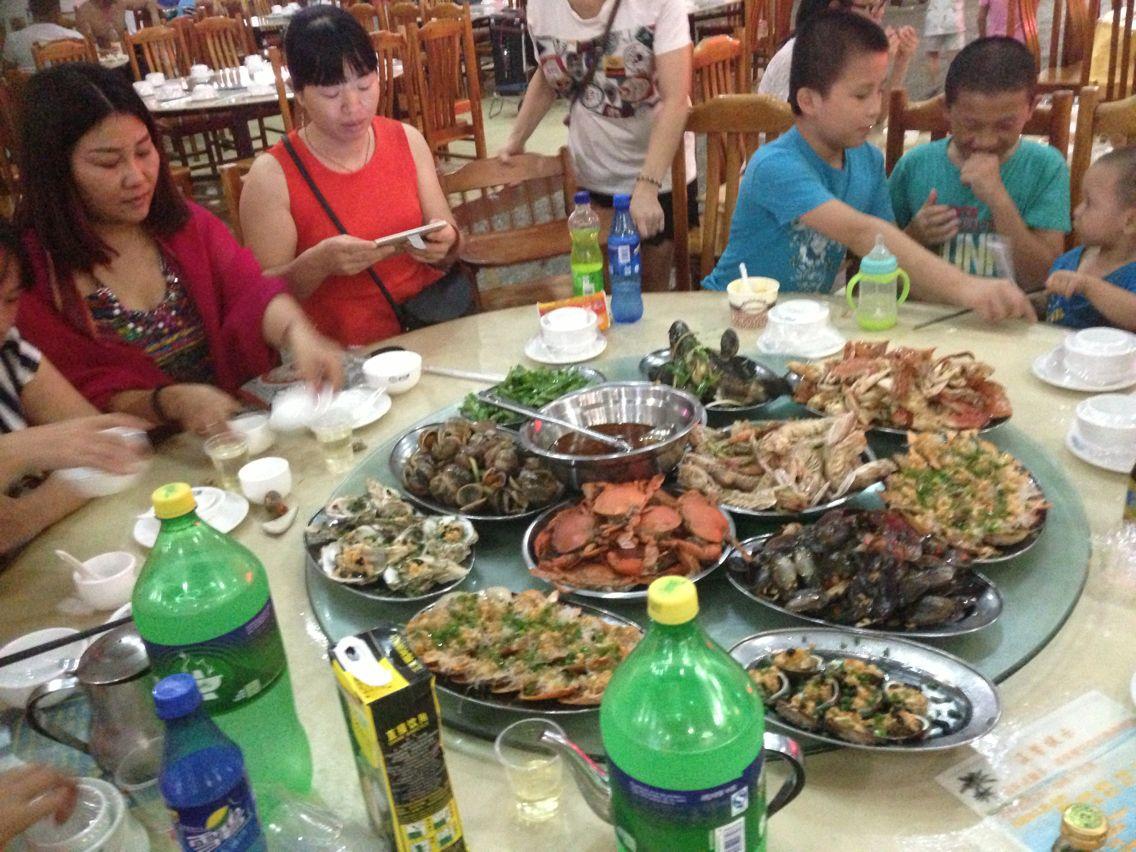 在春园2排6号吃海鲜大餐