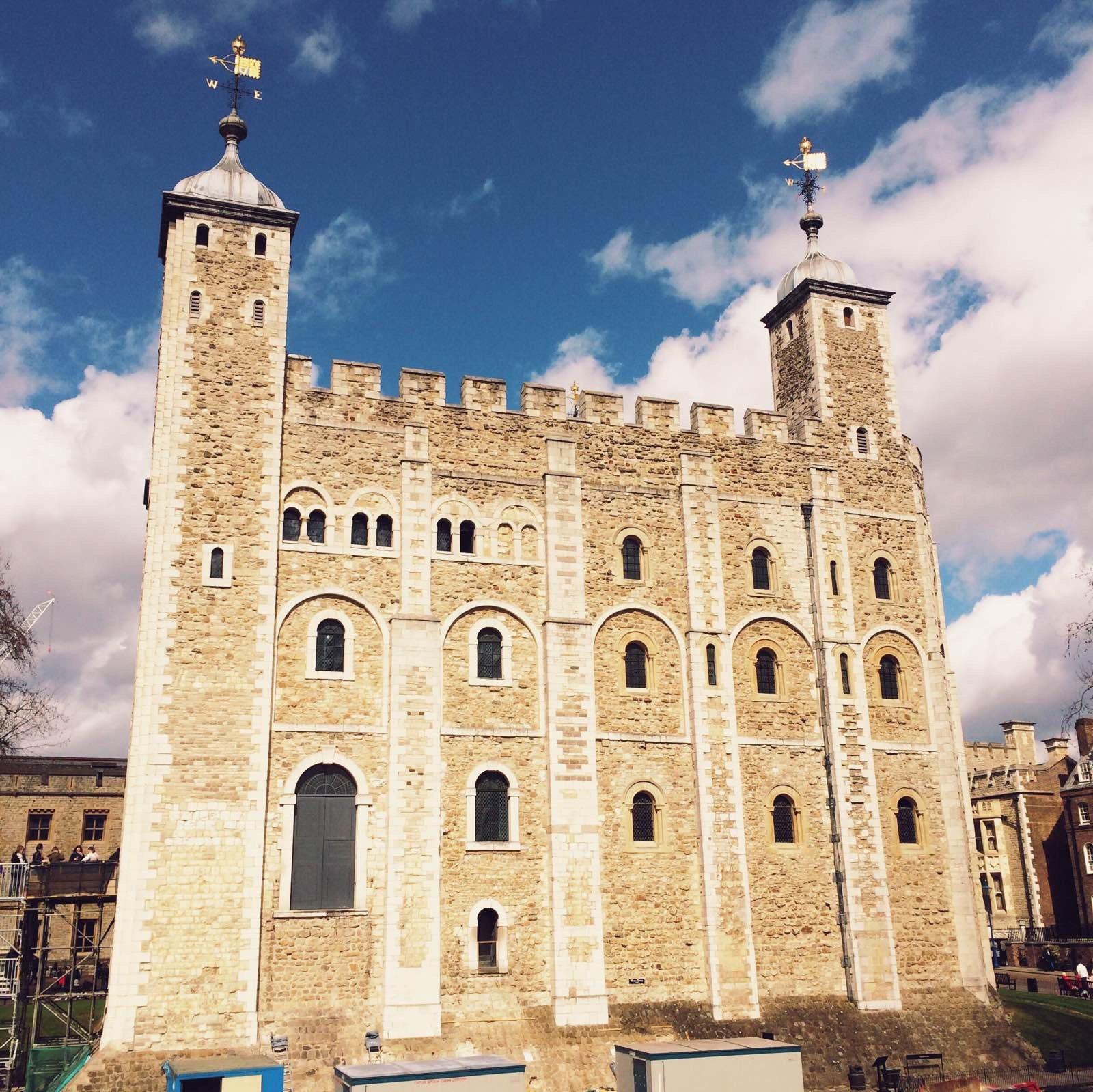 伦敦塔 城堡内很多这种细长的窗子