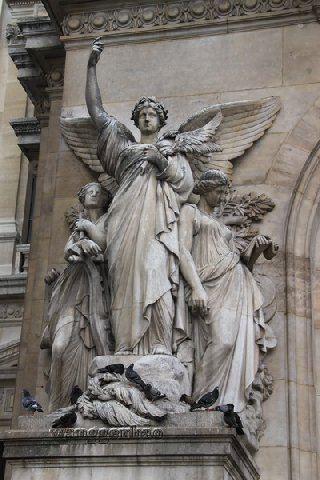 巴黎歌剧院的雕塑