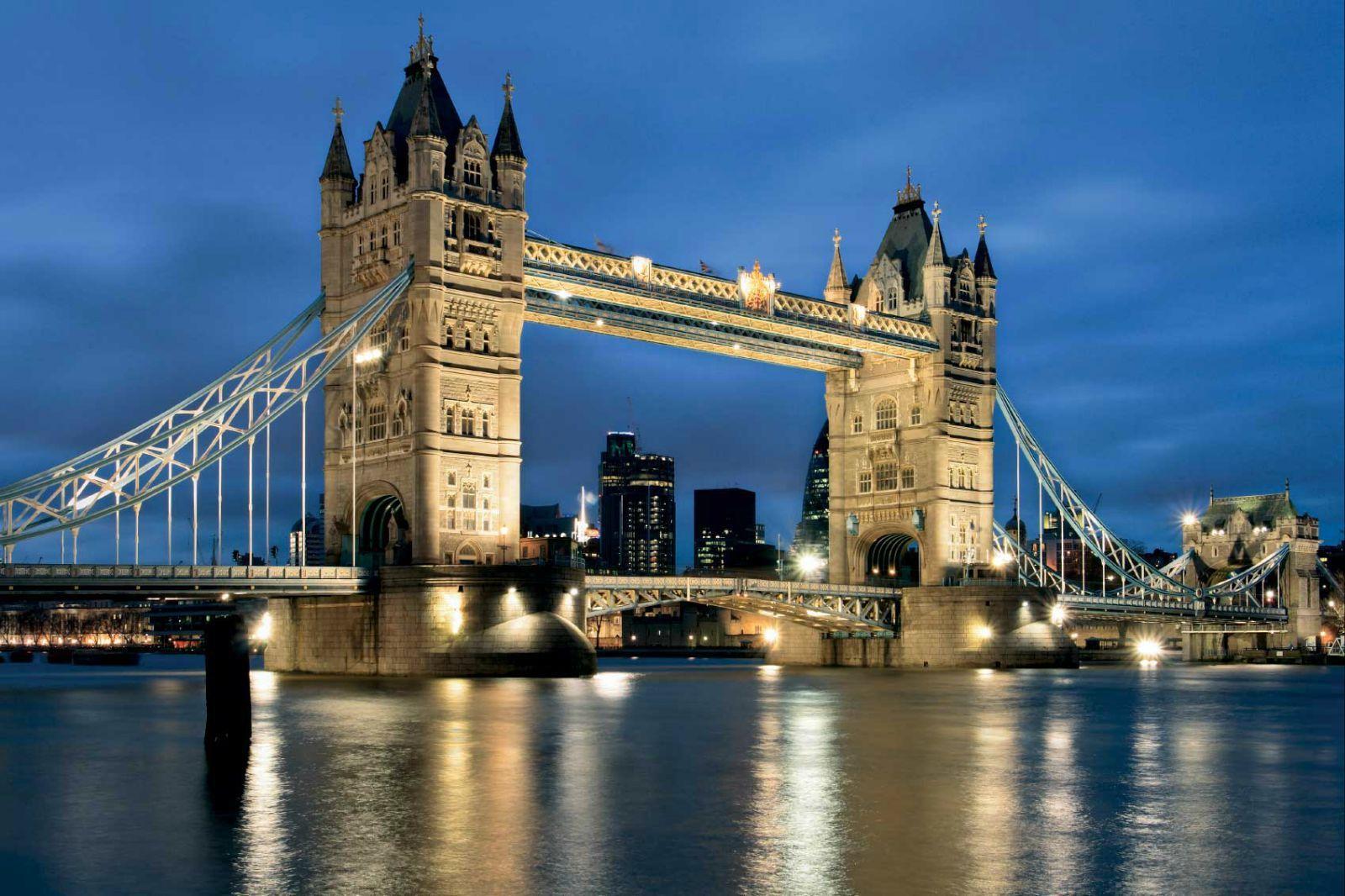 伦敦塔桥 伦敦塔有许多值得一看的地方