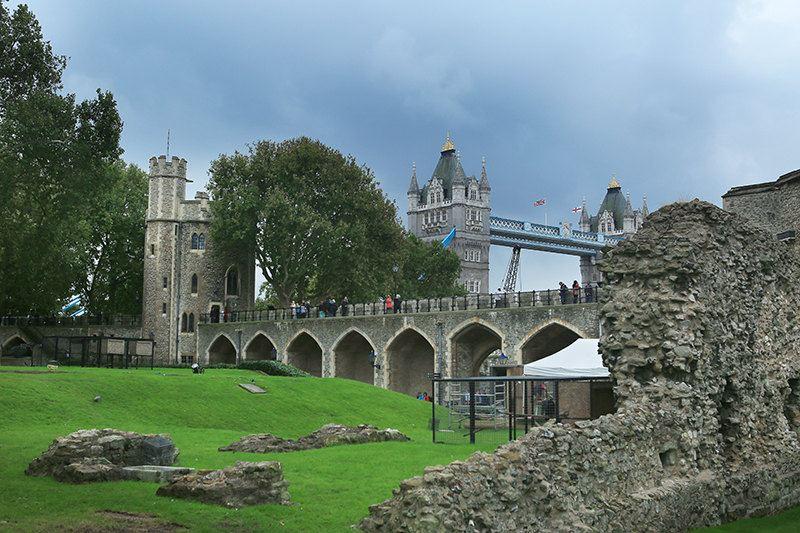 这是下船来到伦敦塔城堡内啦