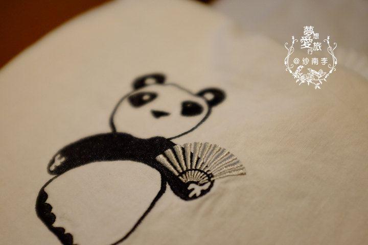 这个刺绣那麼可爱的文华东方logo熊猫袋子