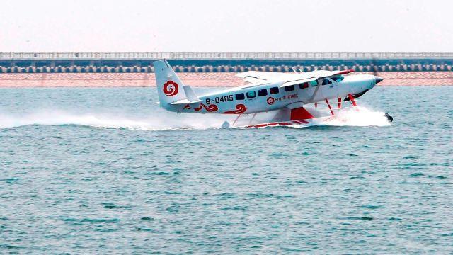 目前拥有两架赛斯纳208bex型水陆两栖飞机