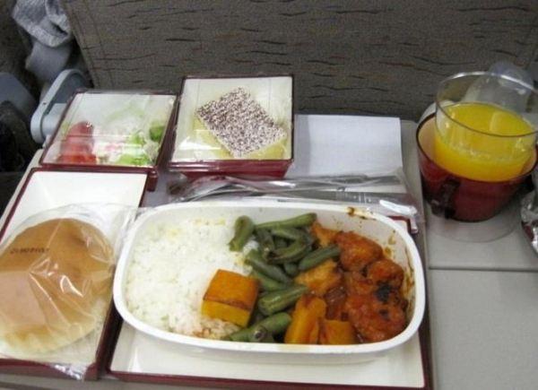 韩亚航空的飞机餐,当天有鱼肉饭和牛肉饭
