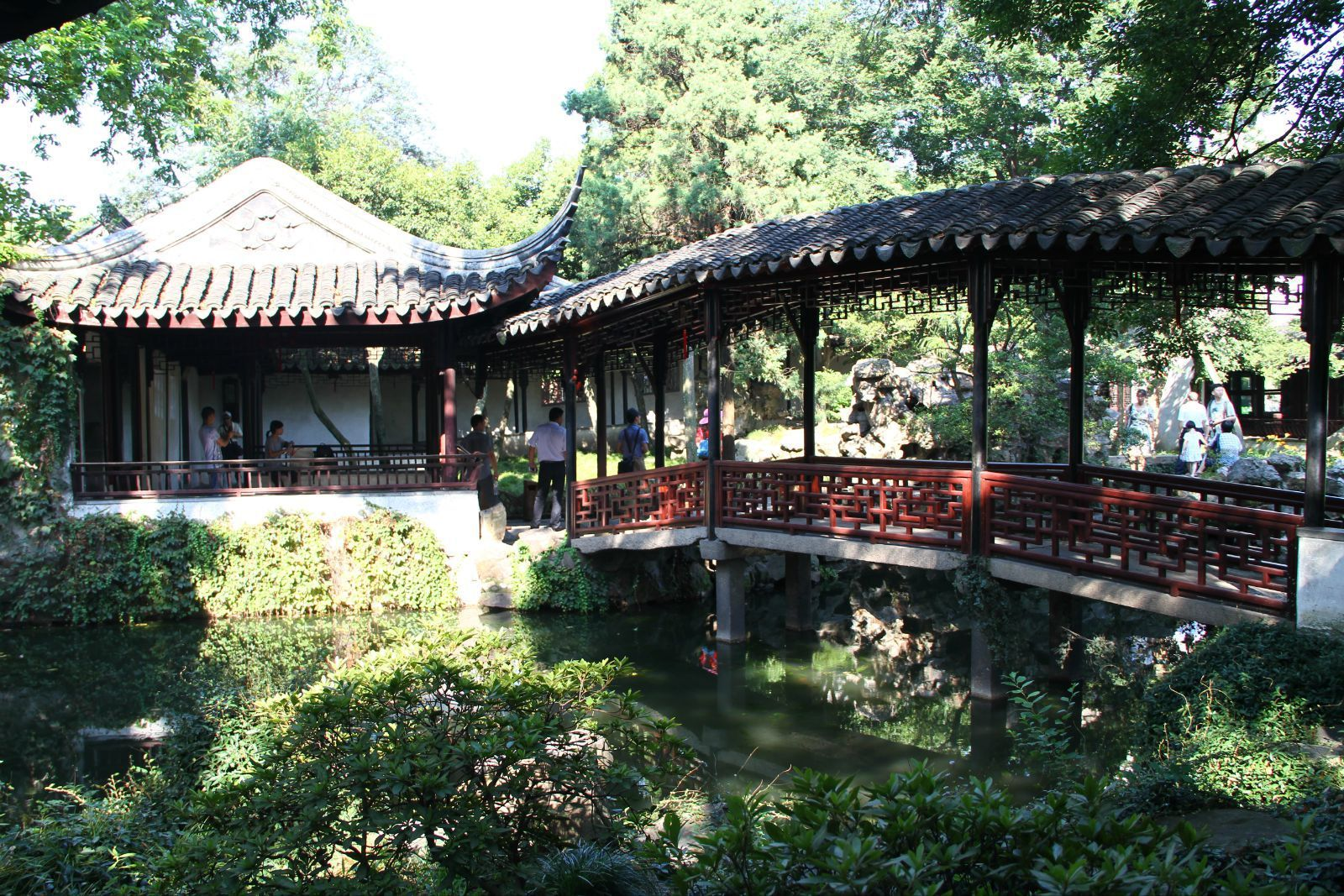小飞虹是苏州园林中极为少见的廊桥