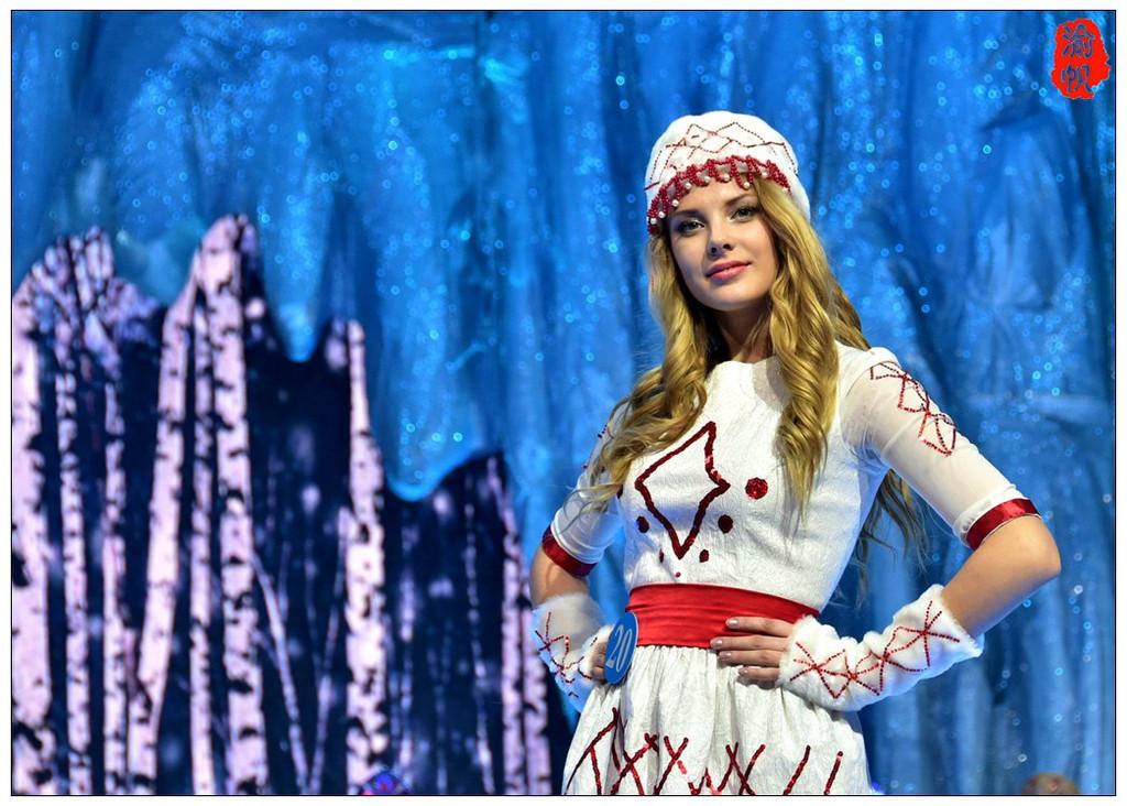 打望美女:选美大赛上的俄罗斯美女与民族服装