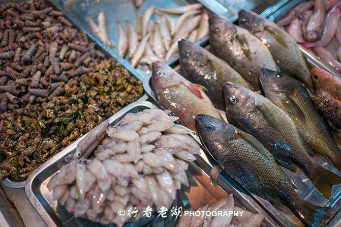 红烧海参,海胆炒饭,清蒸石斑,老鼠斑,白灼海虾,炒海瓜子,海贝杂鱼汤