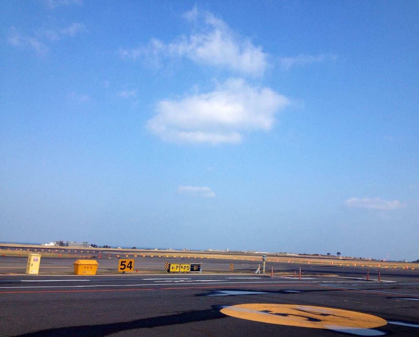 机场比较小,要摆渡车 济州国际机场 领取中文地图,gate5坐600路机场