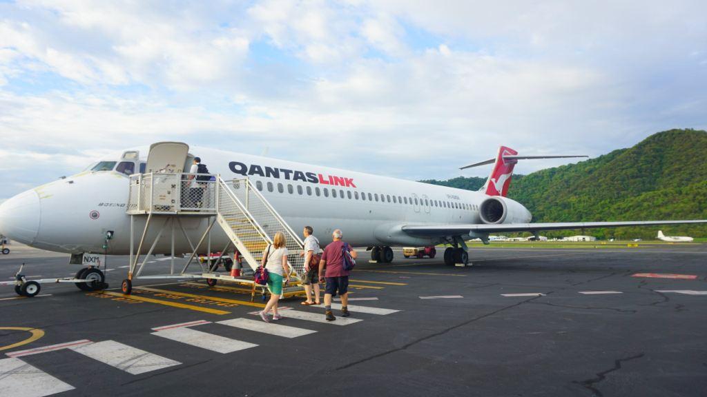 波音717客机采用了3-2格局的座位布局