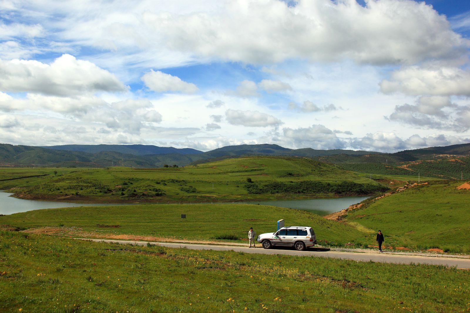 香格里拉  普达措国家公园位于滇西北