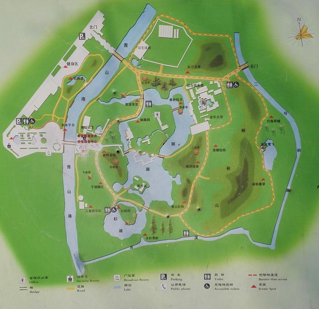【网摘】解放公园始建于1952年,前身为英、法、俄、德、日、比六国洋商跑马场,俗称西商跑马场。公园建成于1955年,正好是武汉解放六周年,因此命名为解放公园,是武汉市区最大的自然生态公园。公园林木葱茏、绿草成茵、山水相依、鸟语花香。 解放公园地址:湖北省武汉市江岸区解放大道 途经公交: 502路,508路,543路,551路,712路,724路,729路,802路,807路,电车3路,532路,549路,610路,581路,605路,719路,606路,805路 解放公园交通方便,因为公园有几个门,除