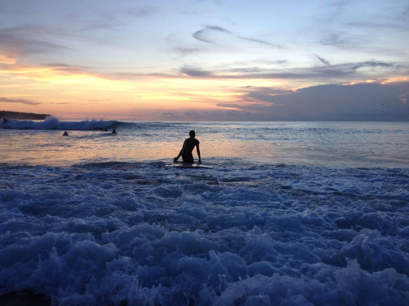 勇敢的��\_梦幻海滩勇敢的冲浪者