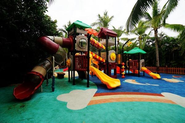 三亚亚龙湾红树林度假酒店 游乐园很小,但是对于小孩子来说足够了,这