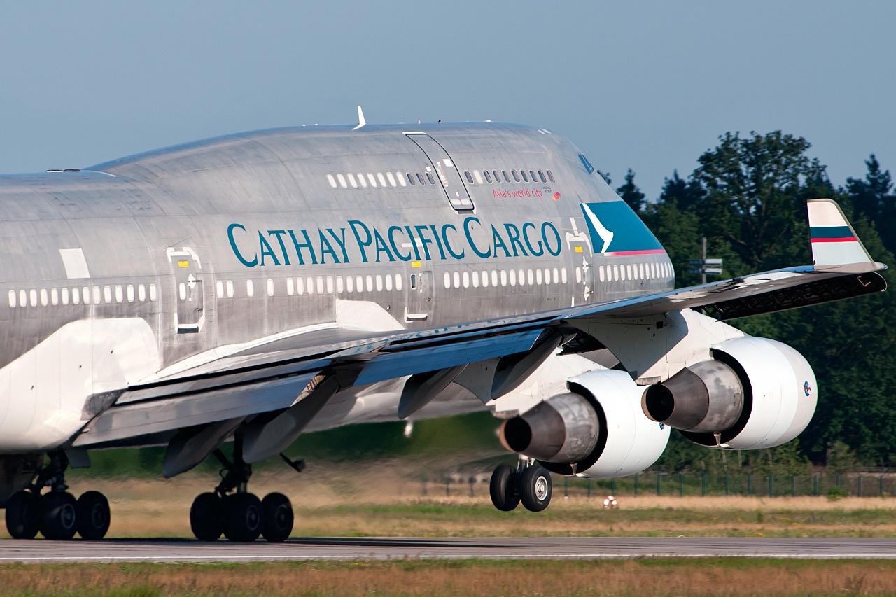 飞机有引擎问题外,澳洲航空公司在90年内都没有事故