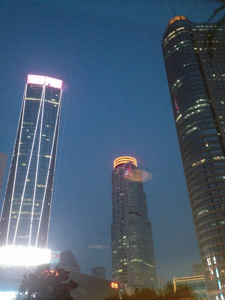 最后添加几张南京高楼照片