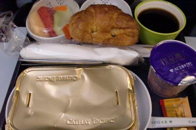 国泰航空的飞机餐.东西挺全的,比较满意.
