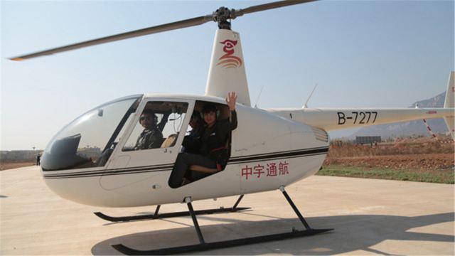 林州航空运动俱乐部位于南太行林虑山东麓的河南省林州市,是航空旅游和航空运动教学的专业机构,依托世界一流,亚洲第一的中国林州国际滑翔基地,俱乐部拥有一流的起飞场、训练场和游泳健身会所,有国内顶尖的飞行员、机务维护人员,开展滑翔伞、三角翼、直升机等航空旅游服务项目和培训业务。安全、专业、尽享飞翔乐趣,放松出发,你在路上,我在云端 直升机是以一个或多个大型水平旋转的旋翼提供向上升力,可以垂直升降,也可以旋停在半空,能够自由飞行。我们在林州开设专用航拍线路,配套必要商业旅游的设施,将景区山居文化、高山摄影,