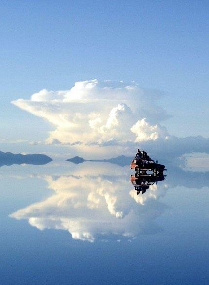 茶卡盐湖是柴达木盆地有名的天然结晶盐湖,也是四大盐湖中最小的一个