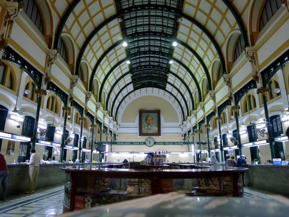 邮局,建于19世纪末,由法国设计埃菲尔铁塔的建筑师