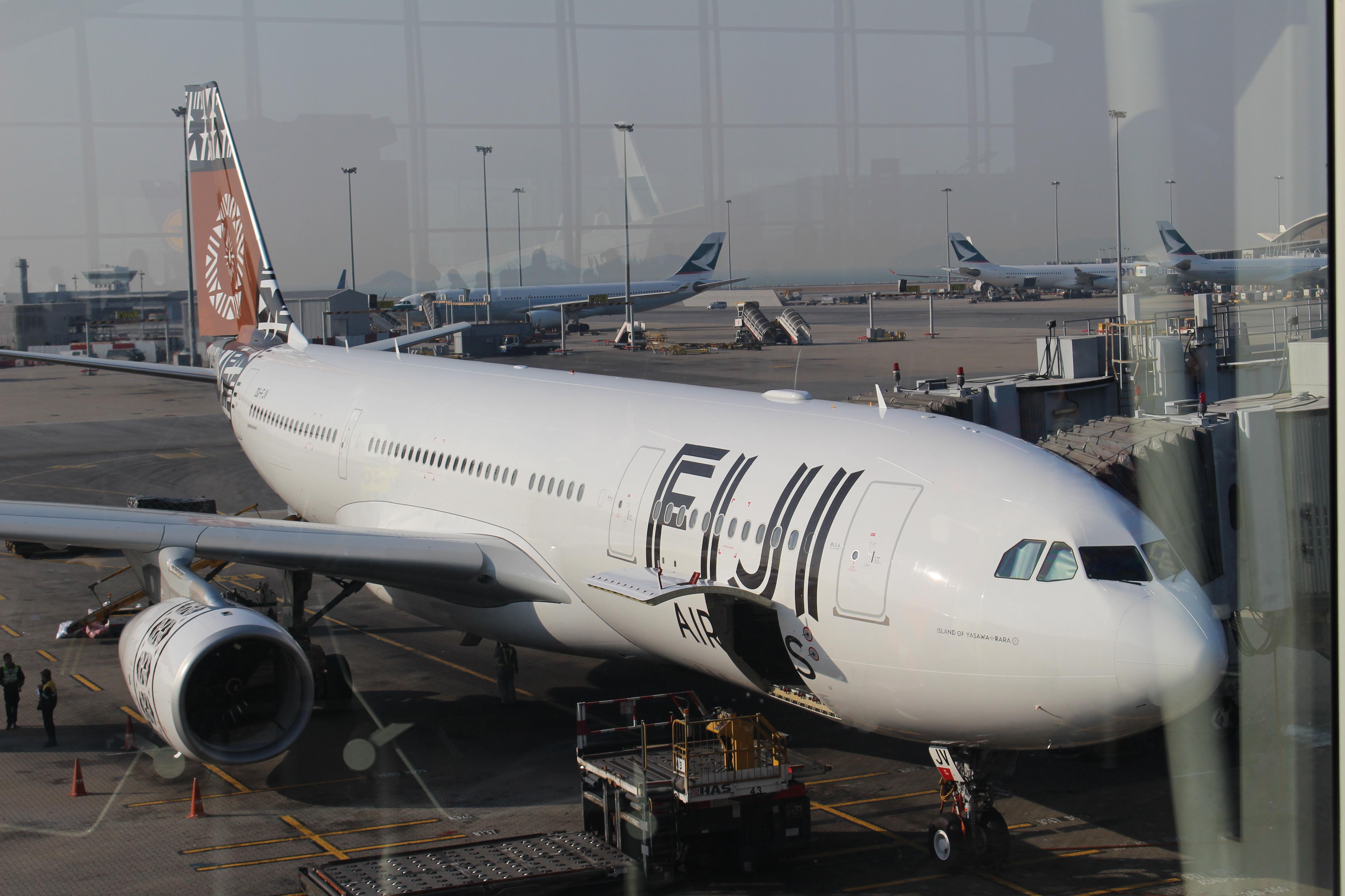 来到了香港机场~~~由于上海到斐济没有直达的航班