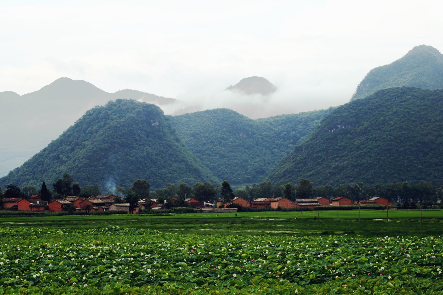 与中国的的多数县城一样,丘北县城本身,并没有太多的特别之处.