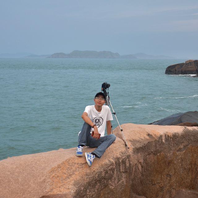 岛上的风光旖旎,碧海蓝天.