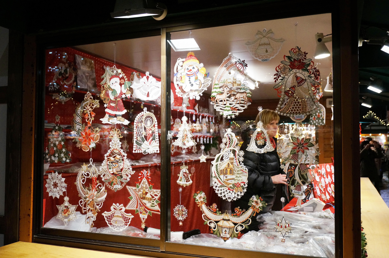 欧式风情的圣诞装饰品商店
