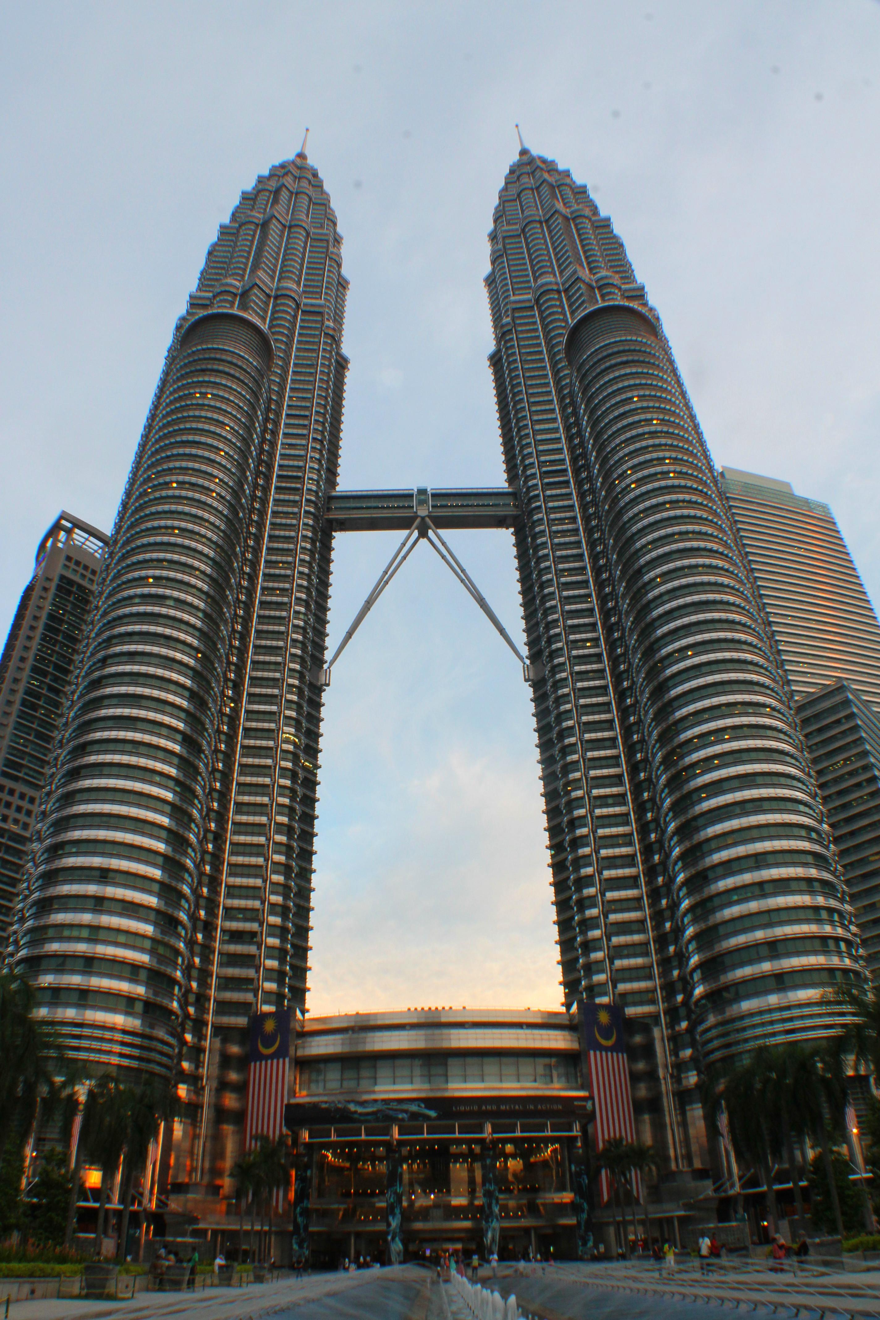 吉隆坡的最后一天,由于还没有拍过双子塔夜景也没有