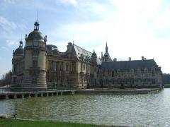 尚帝伊城堡+皮埃尔丰城堡一日游