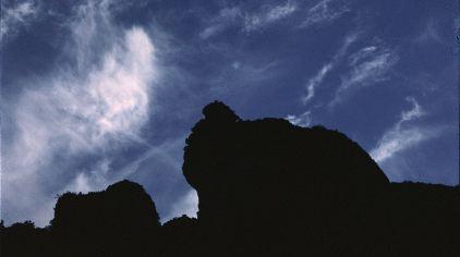 灵峰夜景-犀牛盼月