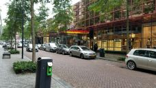 De Meent购物街-鹿特丹-奔驰的宝马