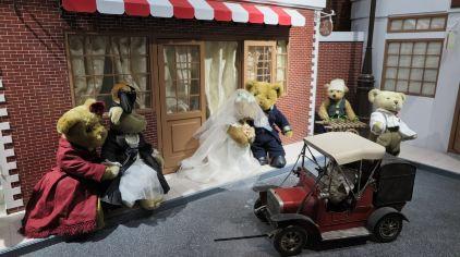 泰迪熊乐园-第一辆汽车