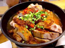 万达广场(包河店)-合肥-玩手机的肉肉